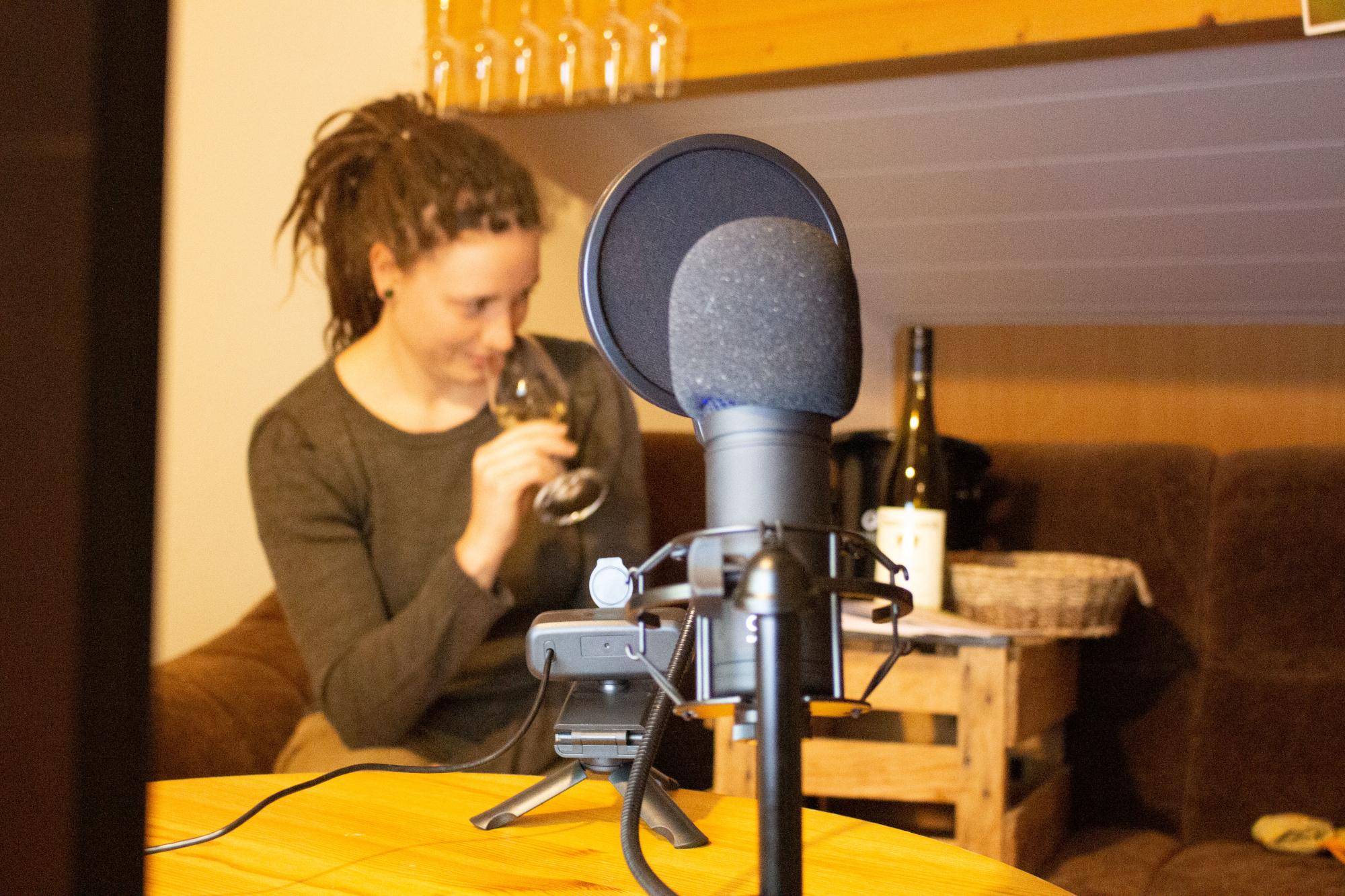 Jasmin mit Mikrofon